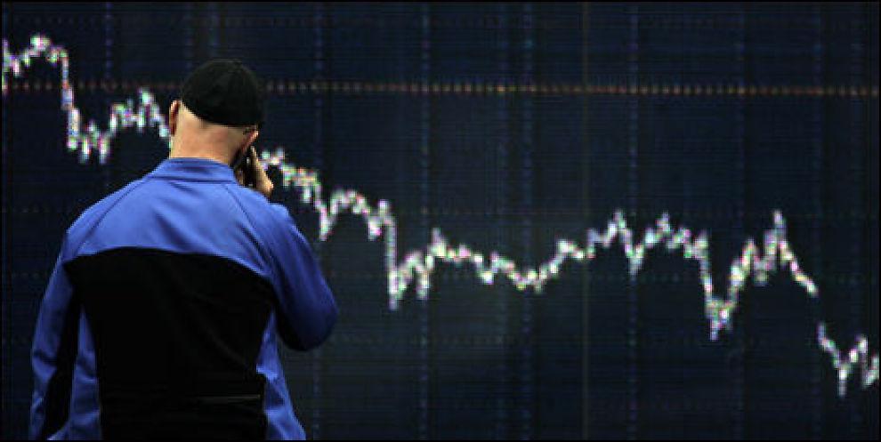 FALLER: Kursene på børsene faller, men bør du selge av den grunn? Foto: Scanpix