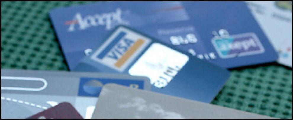 Betal kredittkortregningen i tide, ellers risikerer du skyhøye renter. Foto: Scanpix