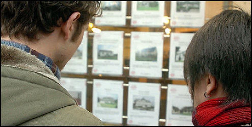 TITUSENER KRONER I FORSKJELL: Planlegger du å bo i boligen i kun noen få år, bør du regne nøye på hva som lønner seg. Rett beslutning kan spare deg for mange titusener kroner. Foto: Colourbox.com