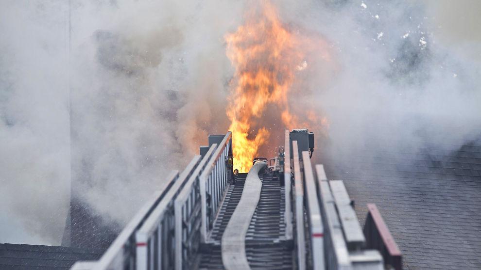 Forsikre katastrofene:Du skal forsikre katastrofene i livet, slik som brann.