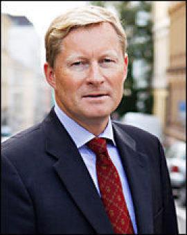 – Spareavtaler vil sannsynligvis gi deg en høyere gjennomsnittlig avkastning enn om du forsøker å gjette på om børsen skal opp eller ned på kort sikt, mener administrerende direktør Lasse Ruud i VFF.