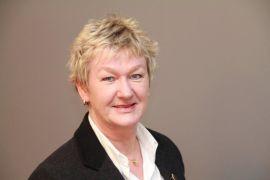 PÅ SKOLEN: Hilde Elisabeth Johansen, fagsjef i Finans Norge, vil ha privatøkonomi som eget fag på skolen.