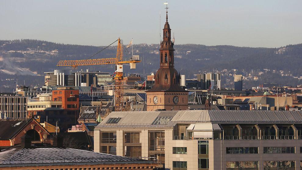 TYPISK BOLIGÅR: Ifølge boligeksperter kan du vente deg både januar-prishopp, «vårslipp» og sovende sommer. Men ingen vet sikkert. Bildet viser Oslo sentrum.