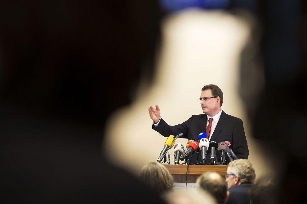 DRAMATISK KURSENDRING: Thomas Jordan, leder av styret i den sveitsiske nasjonalbanken (SNB), gir en pressekonferanse i Zürich etter at banken annonserte at den ga opp forsvaret av francen 15. januar i år.