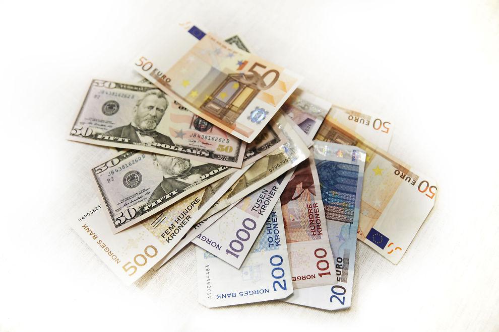 FOR EN NEVE DOLLAR: Dine Penger gir deg ti gode grunne til å holde deg unna valutalån.