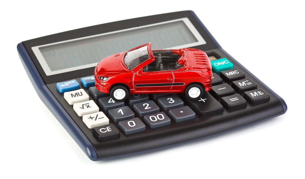 BRUK KALKULATOREN: Sjekke om du betaler for mye i bilforsikring hvert år.