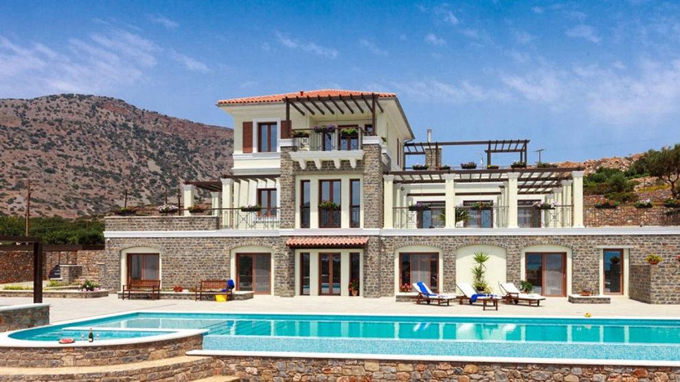 36 MILLIONER KRONER: Luksusvilla i den lille landsbyen Elounda, som ligger innerst i en bukt øst for hovedstaden Heraklion på Kreta.