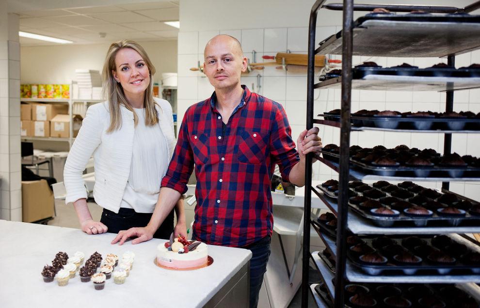 FÅR PENGER: Gründer Marius Sevaldsen har lykkes på investorjakt. Nå skal han selge kaker via nettet utenfor Norges grenser. Her er han sammen med salgs- og markedssjef Ingrid Hancock Bjerknes.