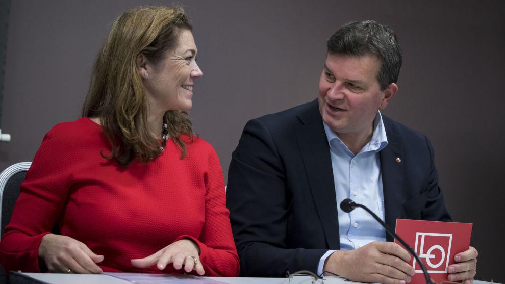 LO-leder Hans-Christian Gabrielsen og NHO-sjef administrerende direktør Kristin Skogen Lund la torsdag fram evalueringsrapporten om AFP.