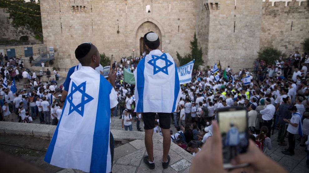 Den israelske nasjonalforsamlingen har vedtatt en lov som vil gjøre det vanskeligere for framtidige ledere å gi slipp på okkuperte Øst-Jerusalem.