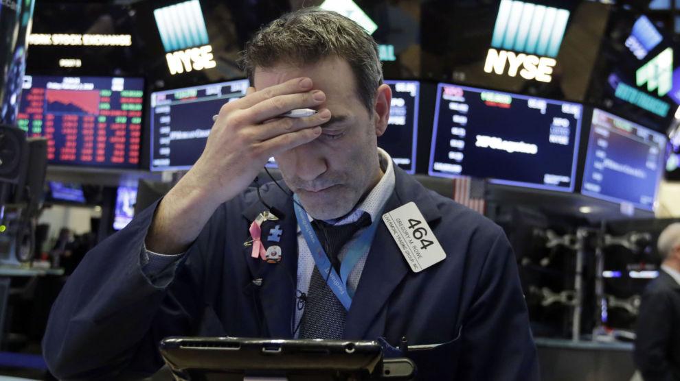 NEDTUREN: Fredag falt Dow Jones-indeksen i USA med nesten 700 poeng.