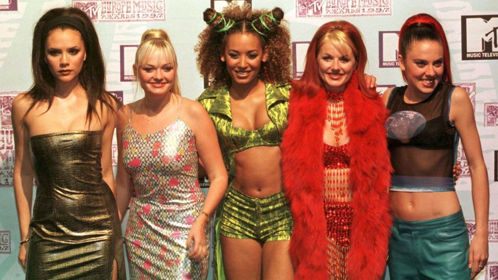 Det populære 90-tallsbandet Spice Girls sier de vil jobbe sammen, men Victoria Beckham (ytterst til venstre) sier det ikke er snakk om noen turné.