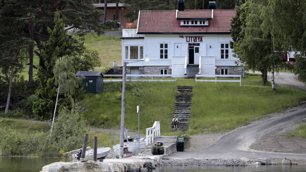 Tre filmer og en TV-serie om massakren på Utøya kommer i år og neste år. Først ute er Erik Poppes film, som er tatt ut til å vises under hovedprogrammet under filmfestivalen i Berlin.