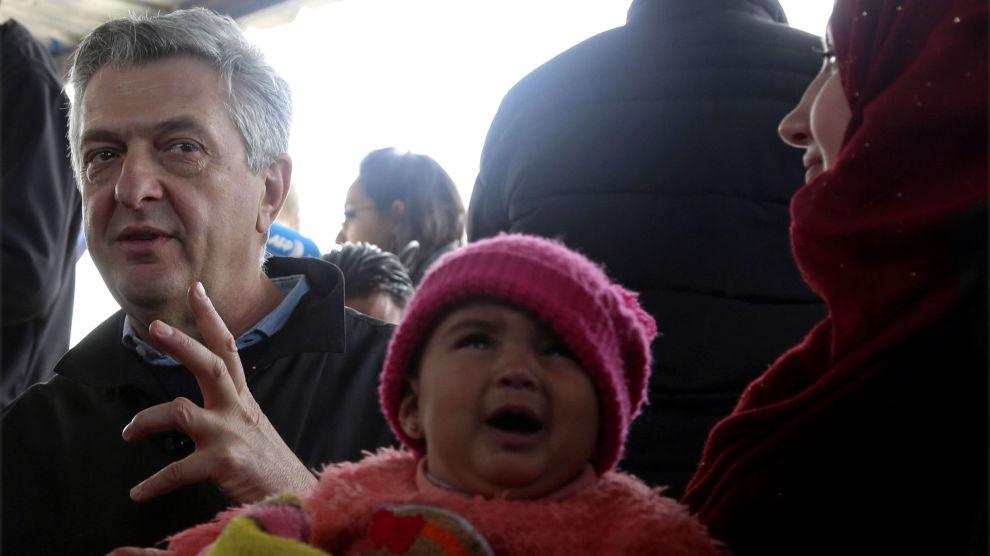 FNs høykommissær for flyktninger, Filippo Grandi, under besøket i Zaatari flyktningleir i Jordan. Her bor 80.000 flyktninger, som kun har strøm 14 timer i døgnet.