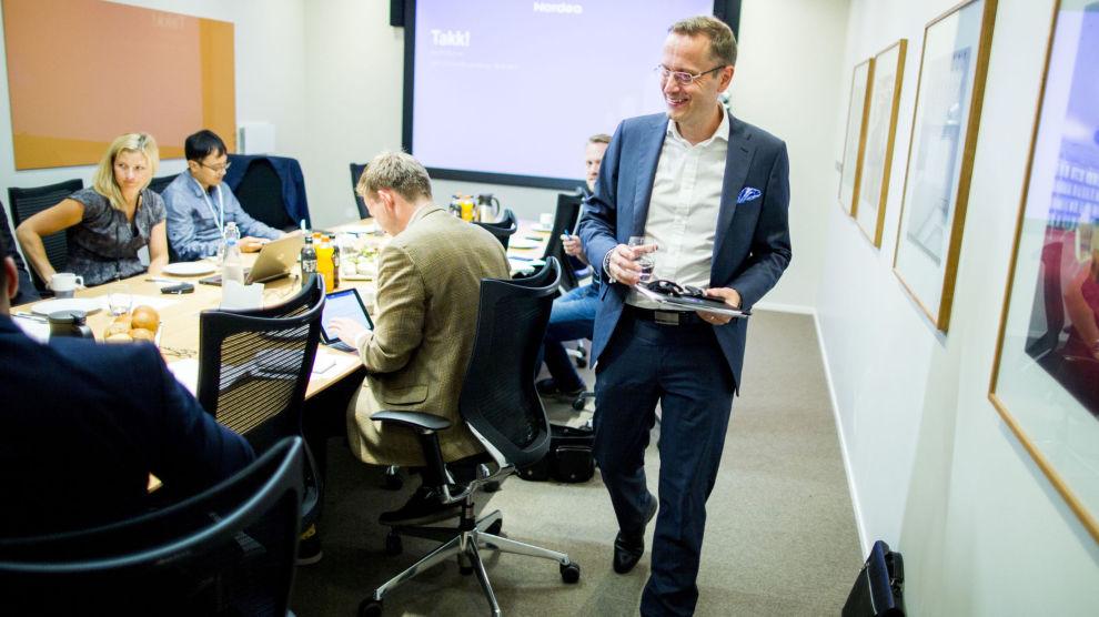 KONKURRENT: Nettmeglerne har i mange år profilert seg mot småinvestorer med lave kurtasjer på småkjøp av aksjer. Men nå har de fått hard konkurranse, i første omgang av Norges nest største forretningsbank Nordea. Her Nordeas administrerende direktør Snorre Storset.