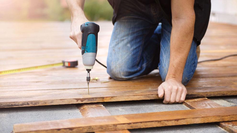 LAVE PRISER: De billigste terrassebordene koster ned mot seks-syv kroner løpemeteren i de heftigste kampanjene. Foto: Colourbox