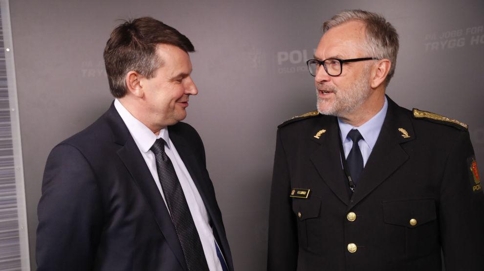 For en uke siden besøkte justisminister Tor Mikkel Wara (Frp) politiet i Oslo der han ble orientert om situasjonen av blant andre politimester Hans Sverre Sjøvold. Nå varsler Wara kamp mot gjengene i hovedstaden.
