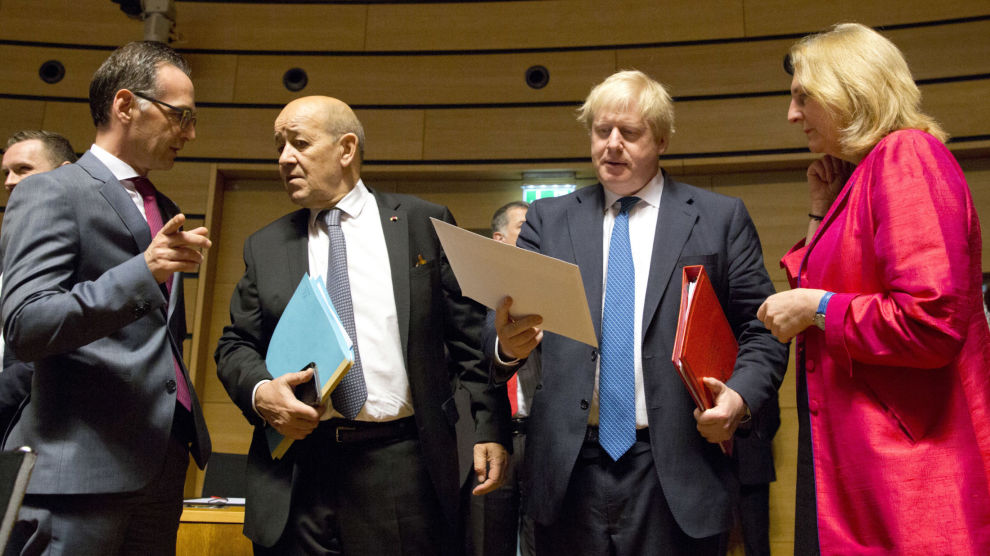 EUs utenriksministre var mandag samlet i Luxembourg. Bildet viser Heiko Maas fra Tyskland, Jean-Yves Le Drian fra Frankrike, Boris Johnson fra Storbritannia og Karin Kneissl fra Østerrike.