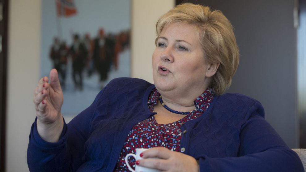 Statsminister Erna Solberg (H) mener Norge bør åpne for å la Storbritannia bli med i EØS-avtalen etter skilsmissen fra EU.
