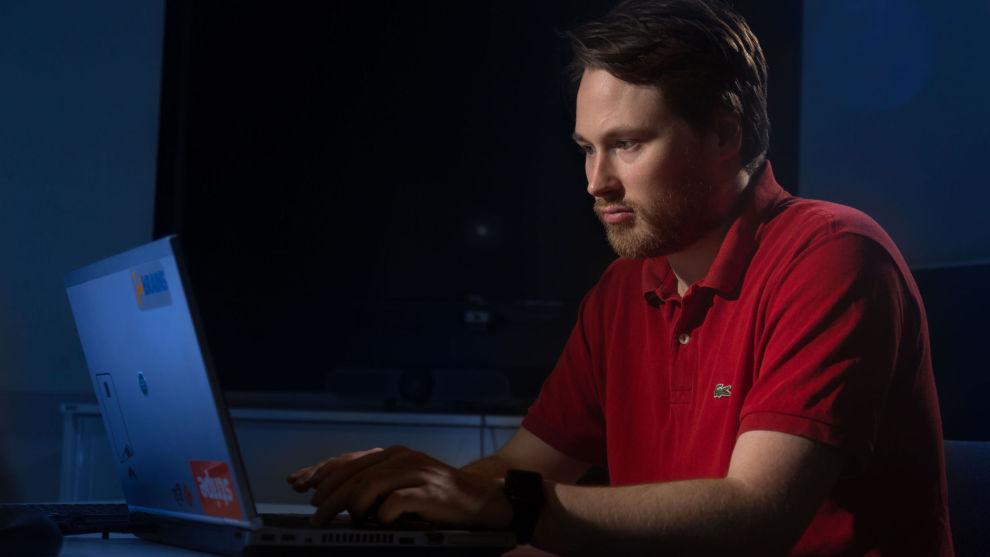 TRAFF BLINK: Lommelykt-appen til Erik Storli har blitt lastet ned 3,2 millioner ganger. – Det har vært en spesiell opplevelse som jeg har lært mye av, sier bodøværingen.