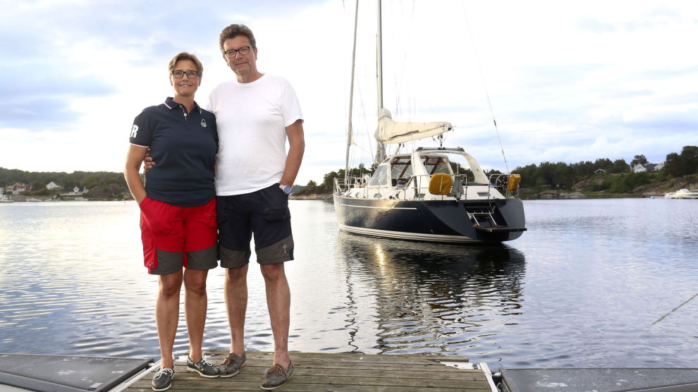 GODT KJØP: Wiggo Ryhjell fikk båten hjem til Tjøme i juni og kan endelig legge ut på tur med kona Stine Rådahl. – Vi gleder oss, sier paret.