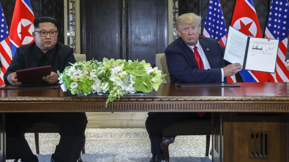 Donald Trump og Kim Jong-un undertegnet tirsdag et dokument som Kim beskrev som historisk.