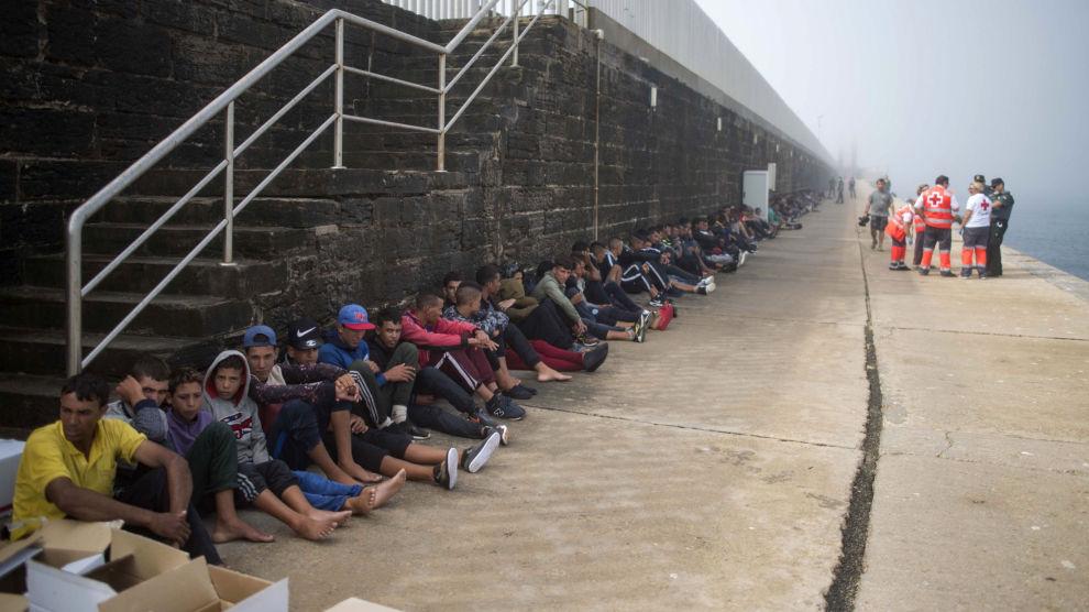 Migranter og flyktninger fotografert i Tarifa i Sør-Spania i august i fjor.