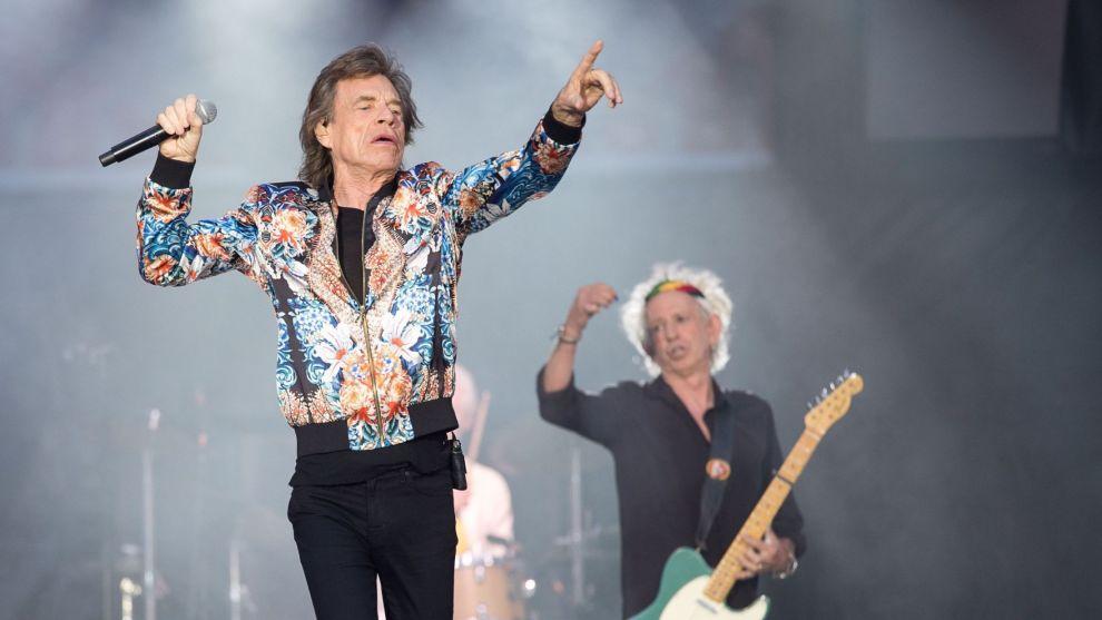 Vokalist Mick Jagger i Rolling Stones synger ut på polsk på oppfordring.