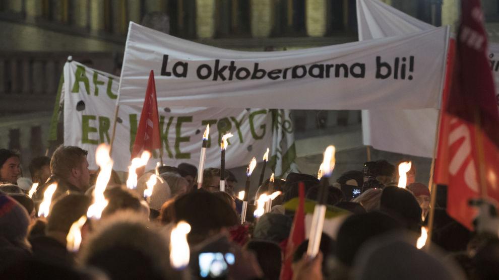 Hundrevis av mennesker demonstrerte mot returene av oktoberbarna i november 2017.