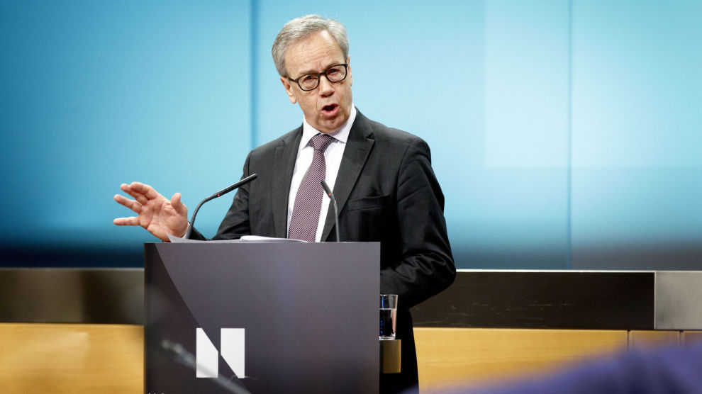 KLAR TIL Å HEVE: Sentralbanksjef Øystein Olsen har gjort det tydelig at planen er å øke renten, men aksjemarkedet har ikke latt seg prege av det.