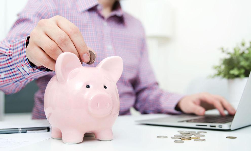 SLANK SPAREGRIS?: Hallgeir Kvadsheim viser deg hvor mye du egentlig kan spare.