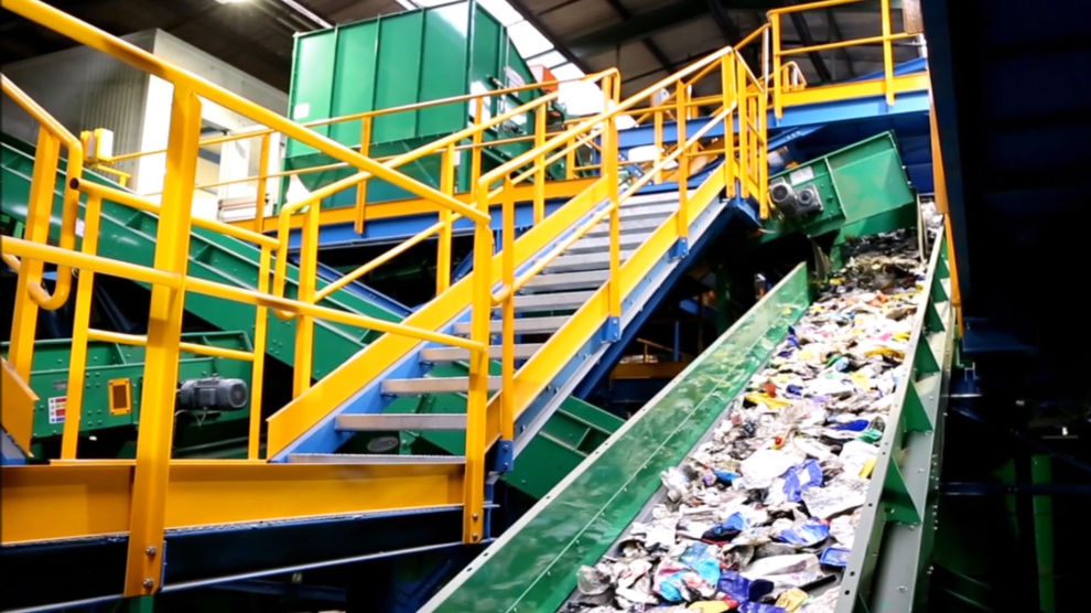 SORTERINGSKONGEN: Kampen mot plastsøppel kan bety god butikk for dette selskapet.