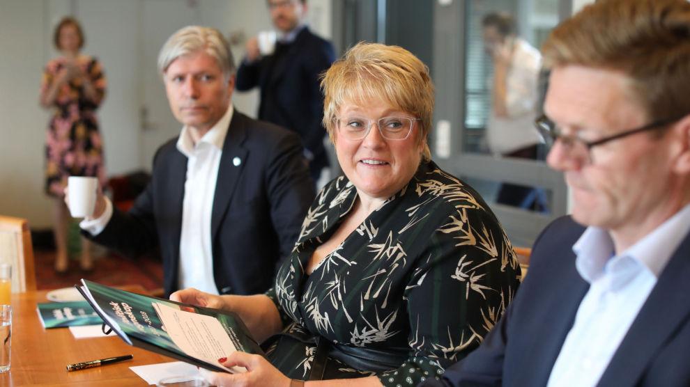 Venstre-leder Trine Skei Grande (i midten), nestleder Ola Elvestuen (t.v.) og nestleder Terje Breivik (t.h.) utgjør partiets delegasjon til sonderingene med KrF, som trolig starter neste uke.