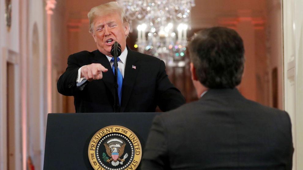 VIKTIG: Hva Donald Trump finner på i handelpolitikken, eller på Twitter for den saks skyld, kan smitte over i aksjemarkedet. Her retter presidenten fingeren mot CNN-journalist Jim Acosta, som senere ble fratatt presseakrrediteringen sin.