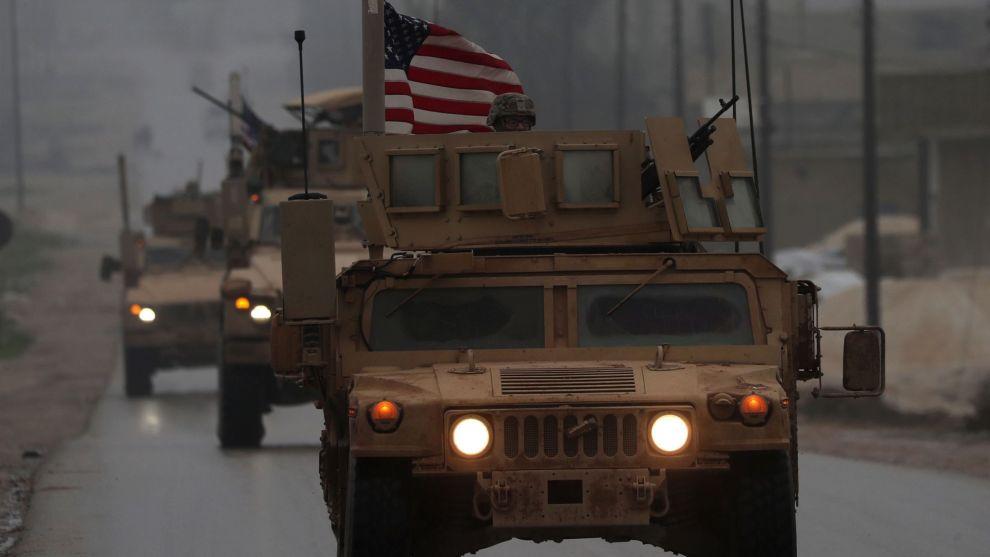 UT AV SYRIA: USAs president Donald Trump har annonsert at han vil trekke landet ut av Syria. Men det råder usikkerhet om hvor fort dette eventuelt vil skje. DNB Markets ønsker ikke å la politisk usikkerhet prege avkastningen og bytter oljeselskap.