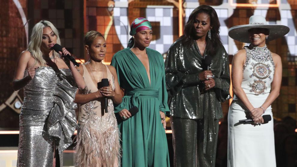 Lady Gaga, Jada Pinkett Smith, Alicia Keys, Michelle Obama og Jennifer Lopez under åpningen av Grammy-utdelingen i Los Angeles.