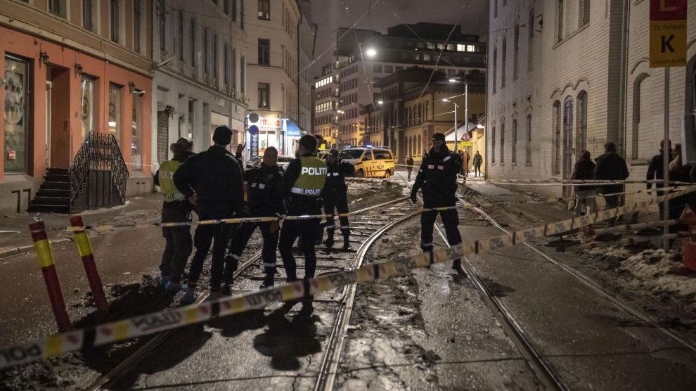 Til sammen tre personer ble skadd etter knivstikking i Oslo sentrum natt til søndag. Nå vil Frp at politiet nedsetter en gruppe for å jobbe mot dette.