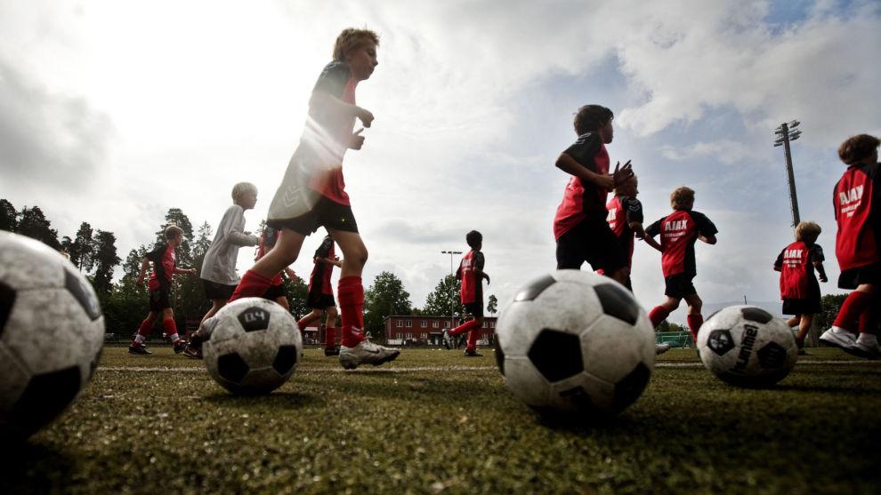 FRADRAG: Hvis ungene dine for eksempel går på et fotballakademi etter skoletid, kan du få skattefradrag. Illustrasjonsfoto: NTB scanpix