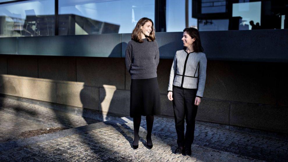 LADER OPP: Juliana Hansveden (t.v.) og Emily Leveille har hver tredje krone plassert i teknologiaksjer. Elbilbatterier er blant deres største satsinger.