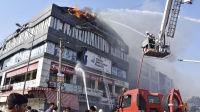 Minst 19 tenåringer omkom i brann i India