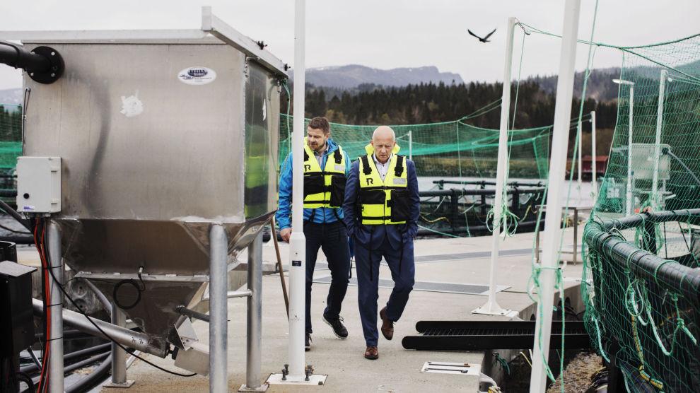 VIL BLI LAKSEKONGE: Forbergskog har en bigeskjeft gående, Akvafuture, som driver med miljøvennlig lakseoppdrett. Så langt har han vært med på å investere 300 millioner kroner. Her sammen med selskapet daglige leder, Trond-Otto Johnsen.