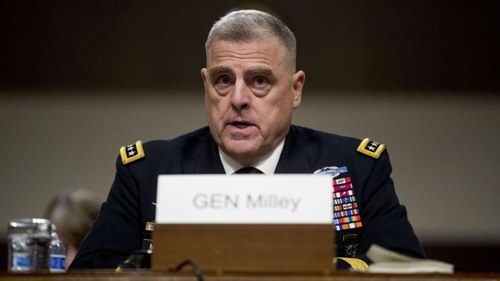 Den amerikanske generalen Mark Milley sier at USA og deres allierte vurderer militæreskorte for å beskytte oljeskip i Gulf-regionen. Foto: AP / Andrew Harnik / NTB scanpix
