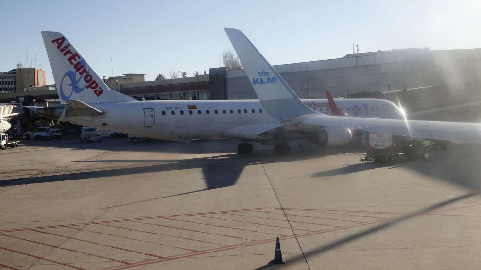 Et Air Europa-fly bak et KLM-fly på flyplassen i Madrid for noen år siden. Illustrasjonsfoto: Terje Pedersen / NTB scanpix