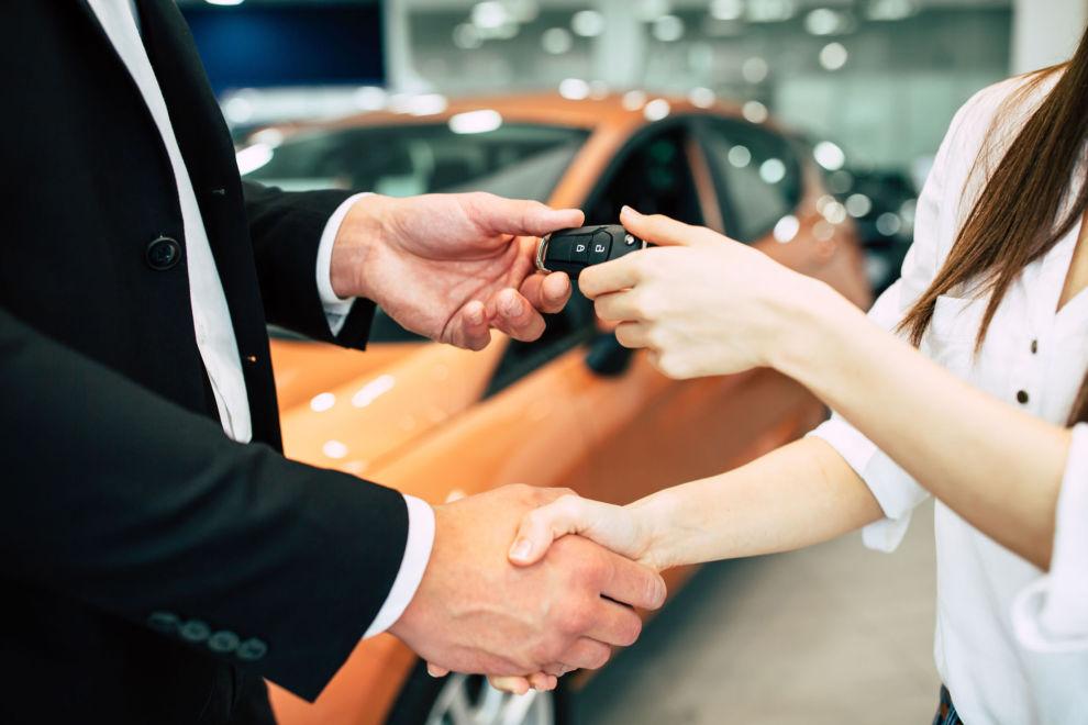 NØKKELOVERLEVERING: Ved et debitorskifte overtar ny leietager både bilen og leasingavtalen med alle forpliktelser.