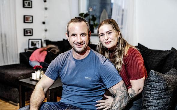 FORNØYDE MED FRADRAG: Selv om Robin og Stine Sörnskog er glade for at de har noen til å ta husvasken for seg, ville de nok ikke gjort betalt for jobben, hvis det ikke var for RUT-fradraget.