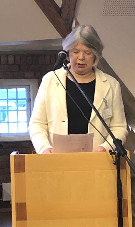 I ARBEIDSGRUPPEN: Den tidligere skattejuristen Unni Bjelland er med i Grindahls arbeidsgruppe. Her på talerstolen på seminar om Samordningsfellen.