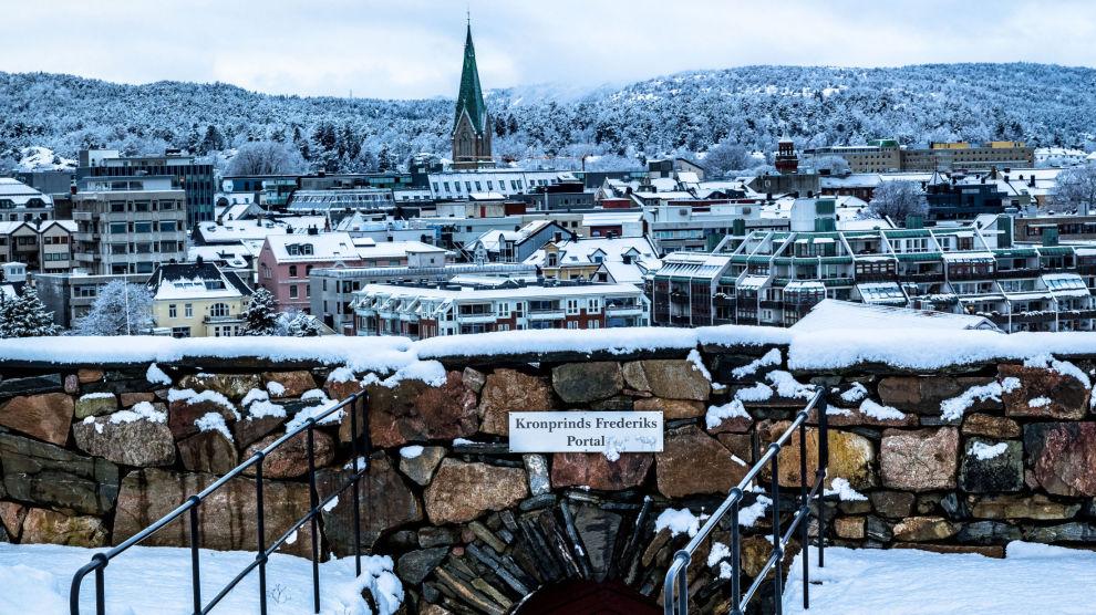 MANGE PÅ VISNINGER: Kristiansand har ikke vært like vinterlig som på dette bildet i januar, og det har ført til en nesten vårlig stemning som har dratt mange på visninger.