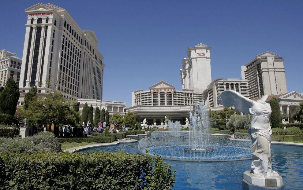 STORT SPENN: Over halvparten av fondet er investert i USA, blant annet det amerikanske VICI Properties, som eier en rekke hotell og casino. Her med «The Caesars Palace» i Las Vegas, som er eid aveiendomsselskapet.