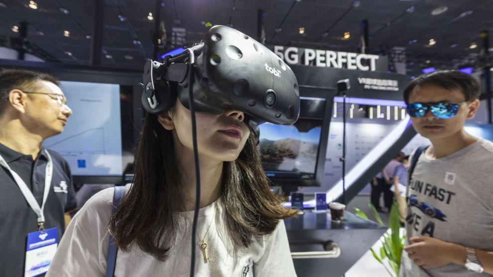SATSER PÅ TEKNOLOGI:«Tingenes internett», på engelsk kalt «Internet of things» og gjerne forkortet IoT, kan vokse stort de kommende årene. Her fra en utstilling om temaet i Kina.