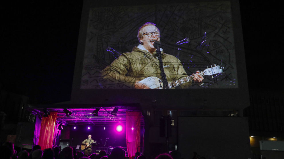 Lars Lillo Stenberg under en protestkonsert mot riving av Y-blokka. Foto: Ole Berg-Rusten / NTB scanpix